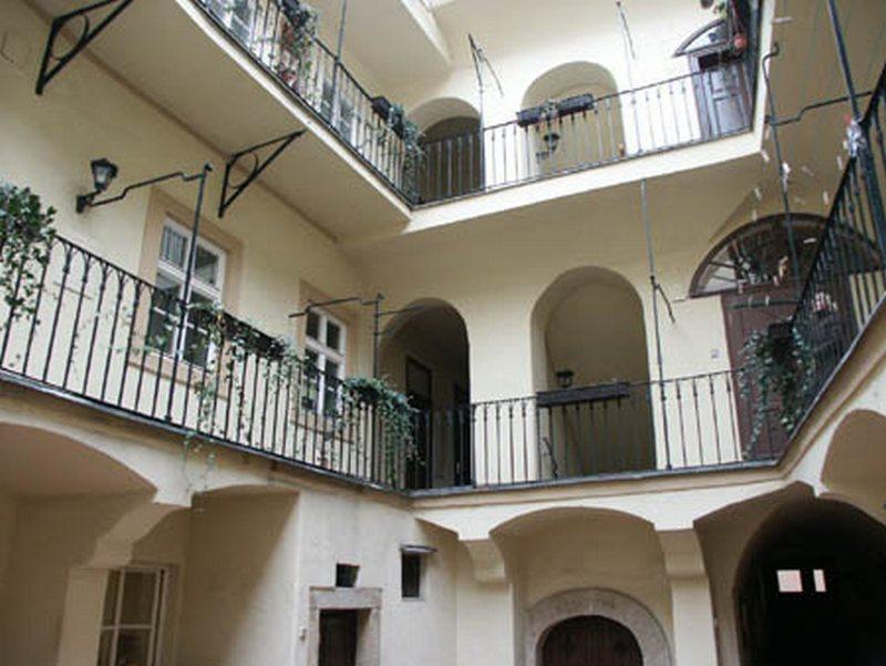 Společenství vlastníků jednotek v budově Prokopská 297 - Praha